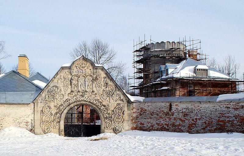 Белокаменные ворота, источник фото: Wikimedia Commons Автор: Ντμίτρι