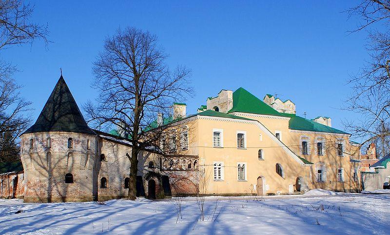 Жёлтая палата и угловая башня, источник фото: Wikimedia Commons Автор: Ντμίτρι
