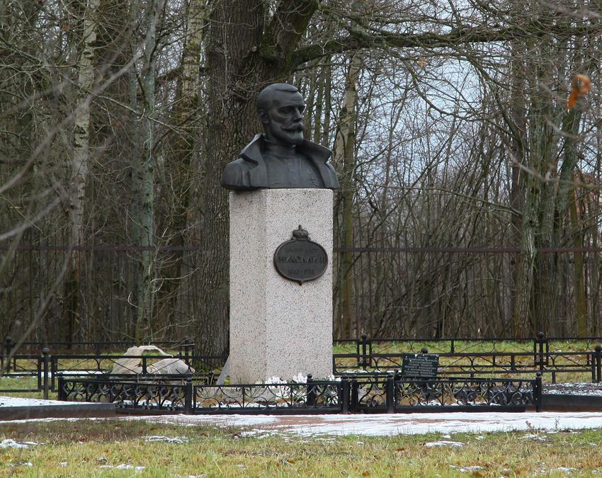Памятник Николаю II Фермский парк (Пушкинский район) Фото: foto-planeta.com