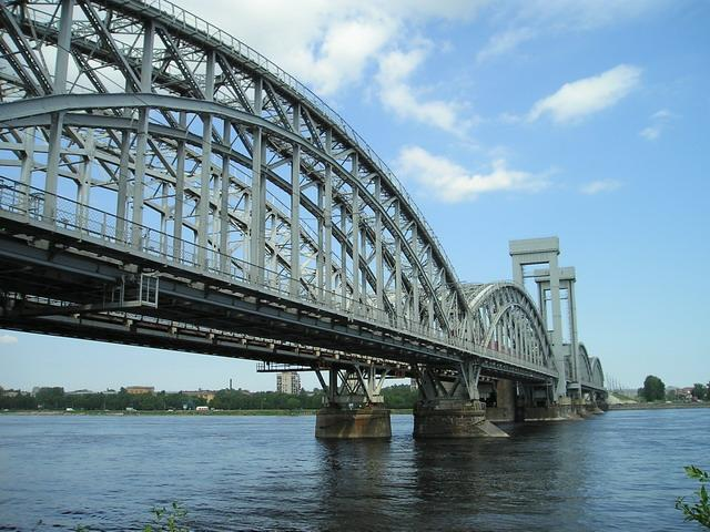 Финляндский железнодорожный мост. Фото: Sergey Nemanov (Photocity, Wikimedia Commons)