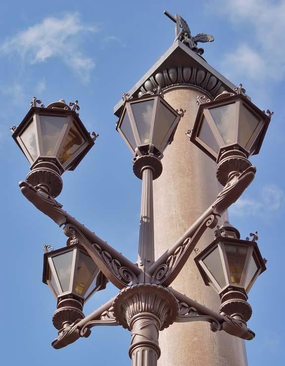 Фонарь Дворцовой площади. Фото: spbfoto.spb.ru