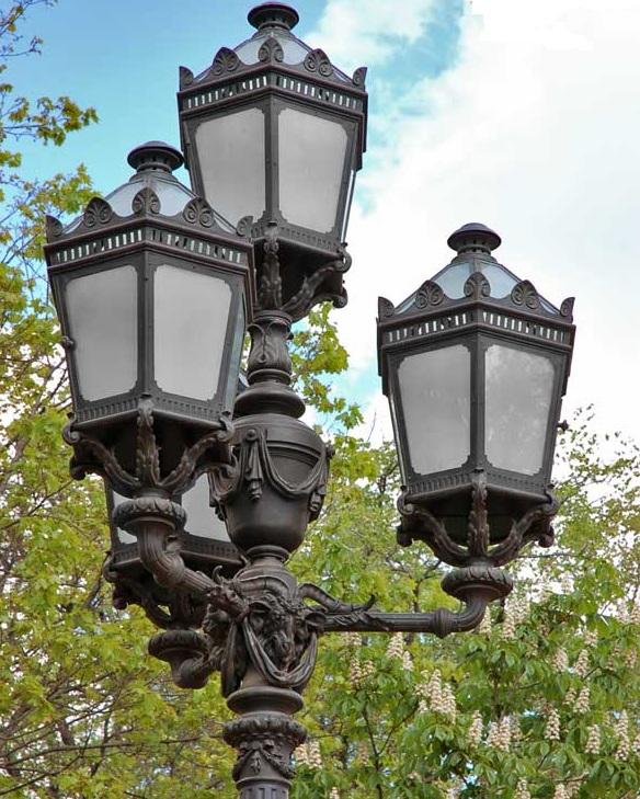 Фонарь на площади Островского. Фото: spbfoto.spb.ru