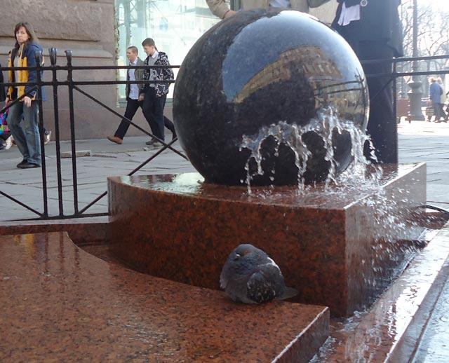 Фонтан-каскад Вращающийся шар. Автор фото: viritsa, источник: https://www.ptmap.ru