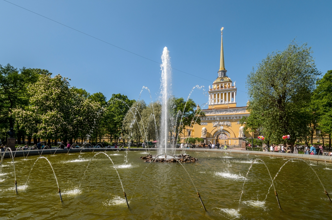 Фонтан в Александровском саду Санкт-Петербурга. Фото: Florstein (WikiPhotoSpace)