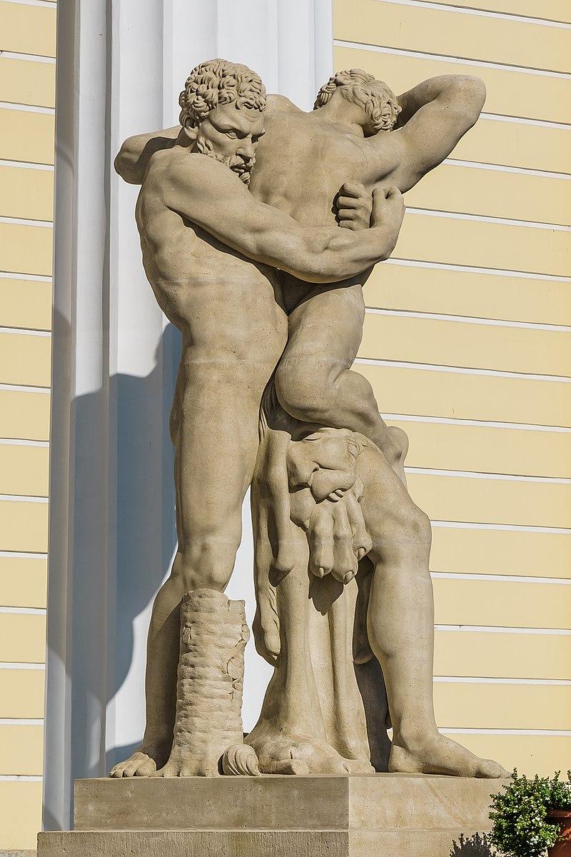 Статуя Геркулес и Антей, Автор: A.Savin, https://commons.wikimedia.org/