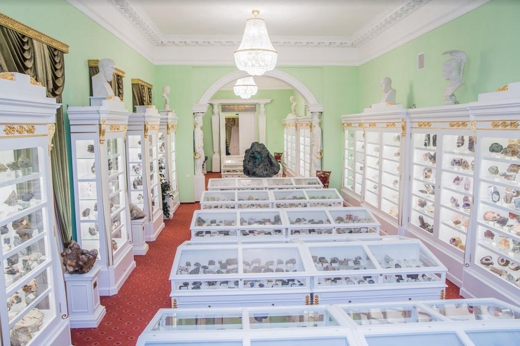 """""""Малахитовый зал"""" - один из красивейших залов Горного музея. Фото: vk.com/miningmuseumspb"""