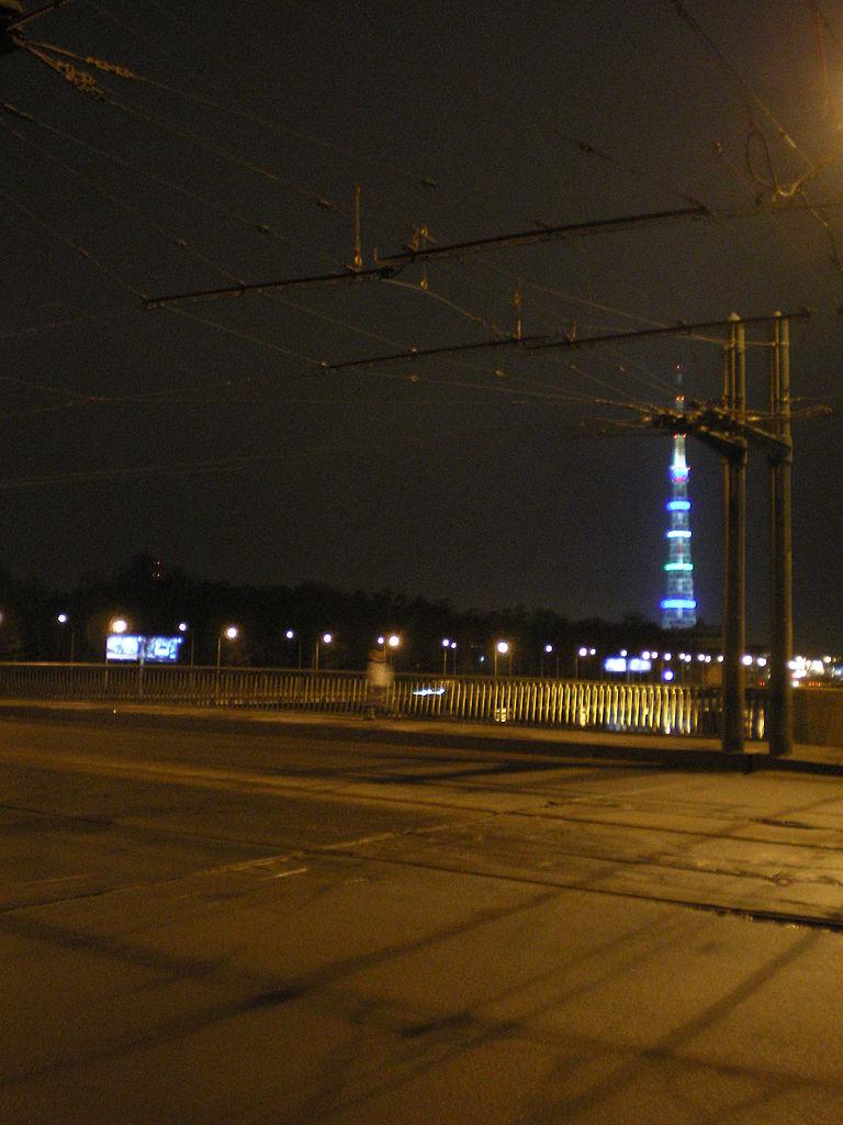 Конструкция разводного пролёта для трамвайных и троллейбусных линий. Фото: Андрей! (Wikimedia Commons)