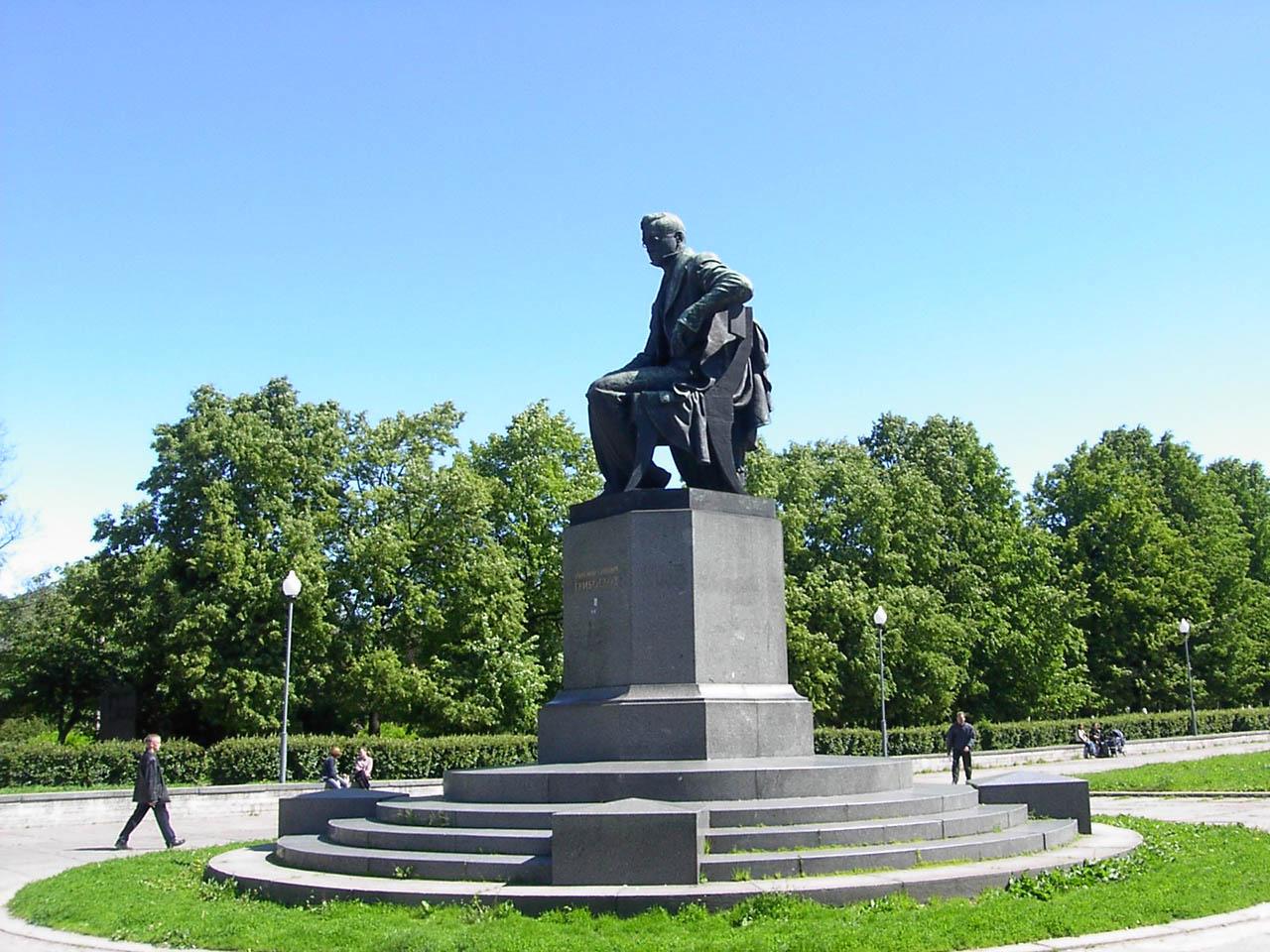 Памятник Грибоедову в Санкт-Петербурге, источник фото: http://s-pb.in/pamyatniki-spb/pamyatnik-griboedovu
