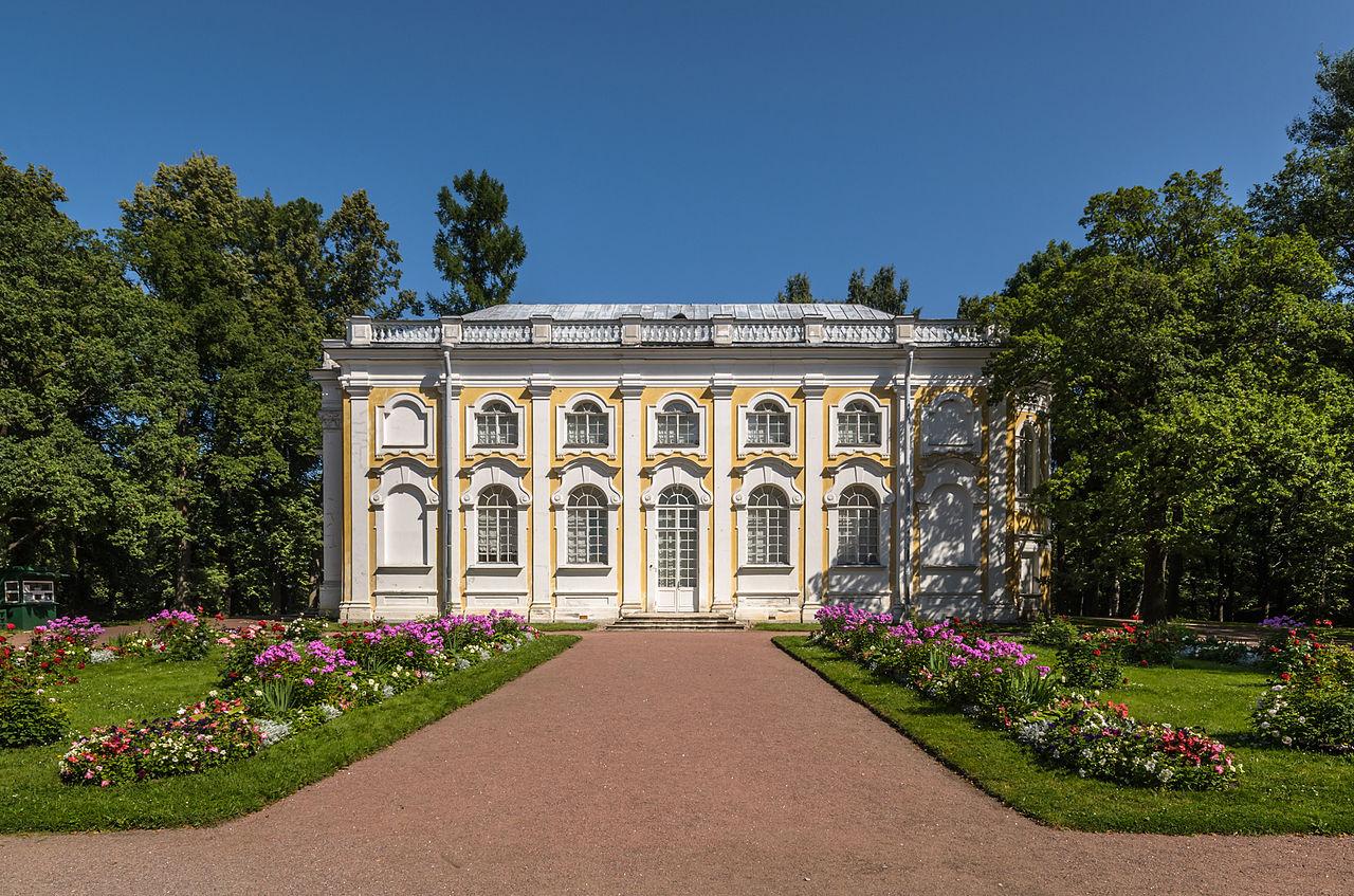 """Павильон """"Каменное зало"""" в парке Ораниенбаума. Автор фото: Florstein (WikiPhotoSpace)"""