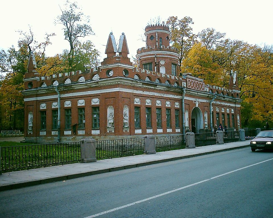 Эрмитажная кухня: на берегу Каскадного канала, Пушкин. Автор фото: Golodg (Wikimedia Commons)