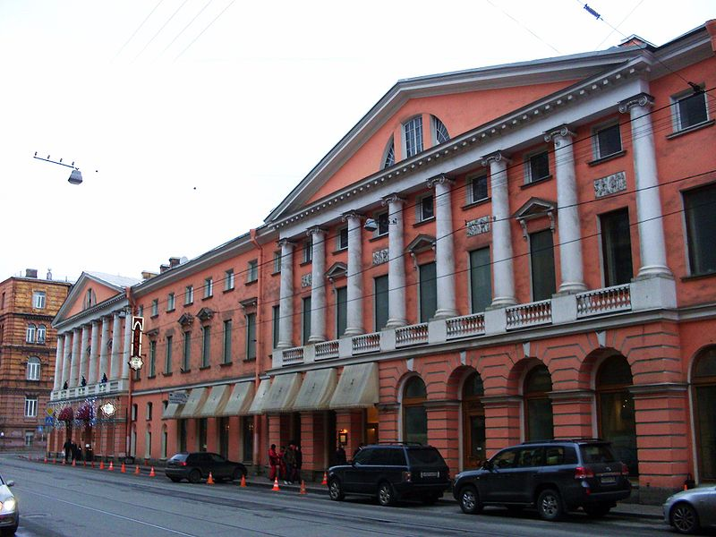 Дом с четырьмя колоннадами. Автор фото: Skydrinker (Wikimedia Commons)