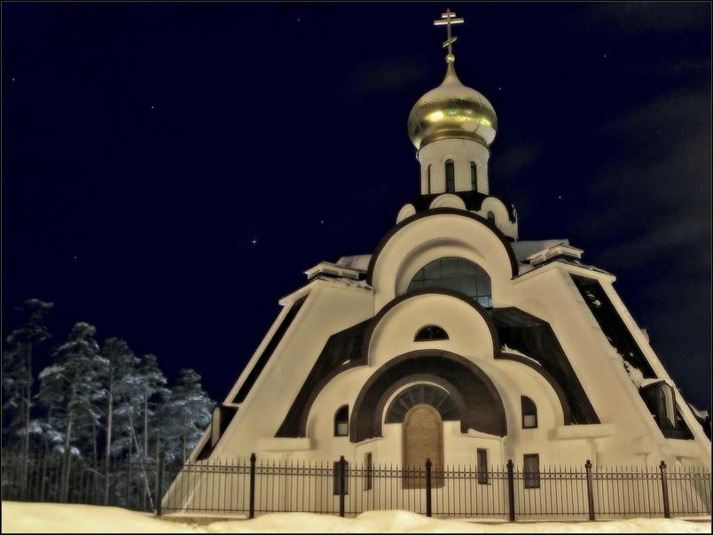Храм Неопалимая Купина, Сосновый Бор. Фото: Малышев Дмитрий (Wikimedia Commons)