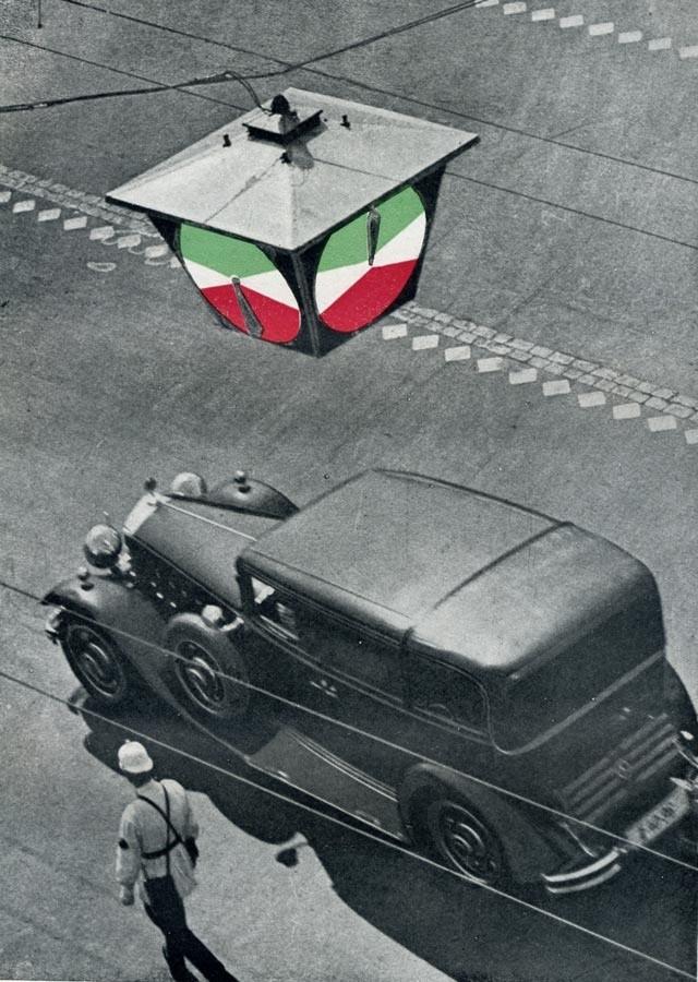 "15 января 1930 года установлен 1-й в СССР светофор. Фото: ""Санктъ-Петербургъ 1703"" (ОК)"