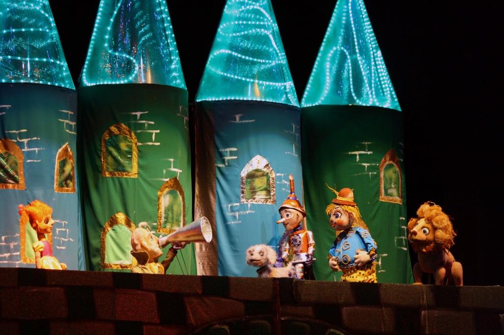 спектакль «Волшебник Изумрудного города», источник фото: kulturarb.ru