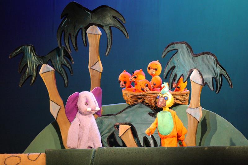 Кукольный спектакль «Слонёнок», источник фото: puppets.ru