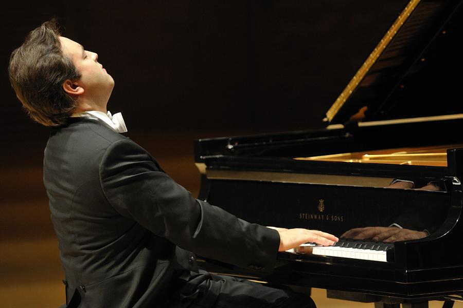 пианист Алексей Володин, источник фото: mariinsky.ru