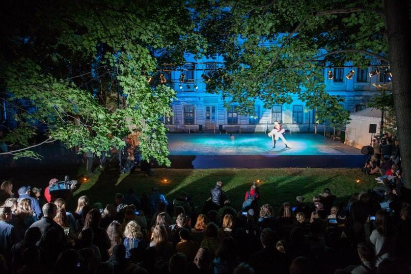 Фестиваль в Саду Фонтанного Дома, источник фото: https://vk.com/solofest