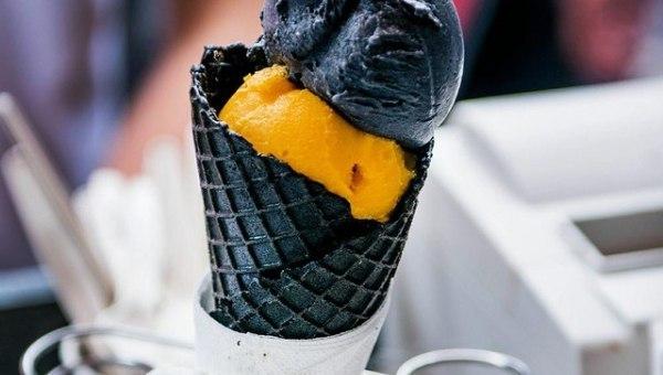 Мороженое Темный рыцарь — Tim and Tim Ice Cream, источник фото: https://www.facebook.com/odaedablog/