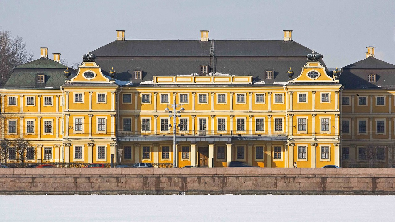 Дворец Меншикова, источник фото: https://vk.com/club21627154?w=wall-21627154_160%2Fall&z=photo-67940544_435013777%2Fwall-21627154_160