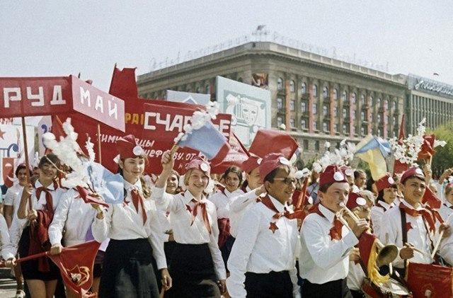 """Фестиваль в советском стиле «Продленка"""", источник фото: https://vk.com/spbfree?w=wall-37726129_48953"""