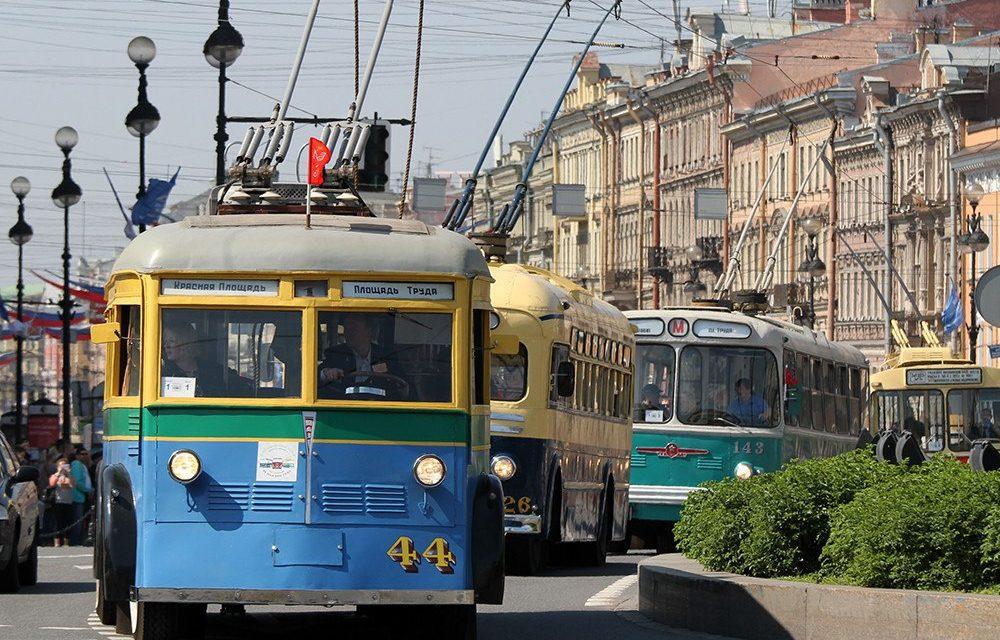 Праздник петербургского троллейбуса 23 октября, источник фото: https://vsevologsk.com/na-dvortsovoy-ploshhadi-ustroyat-yarkiy-prazdnik-po-sluchayu-80-letiya-peterburgskogo-trolleybusa/