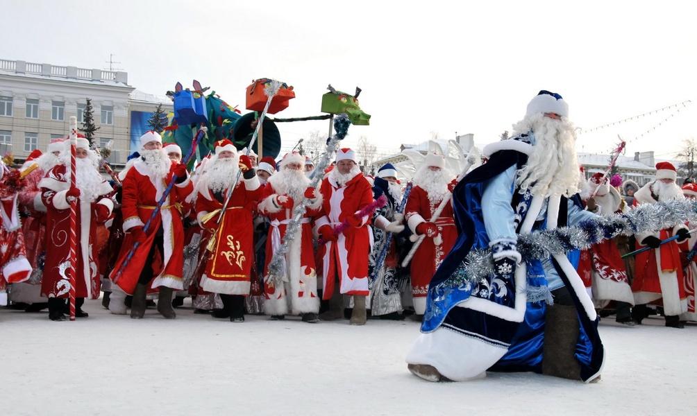 Слет Дедов Морозов, источник фото: shkolabuduschego.ru