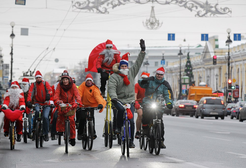 Велопарад Дедов Морозов и Снегурочек, источник фото: https://vk.com/bikededmoroz