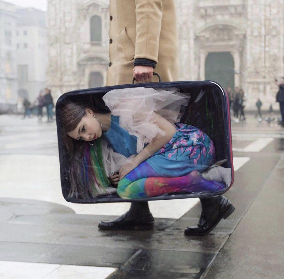 прическа с бантом ребенку фото