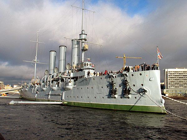 Крейсер 1-го ранга ''Аврора'' на вечной стоянке у Петровской набережной. Санкт-Петербург
