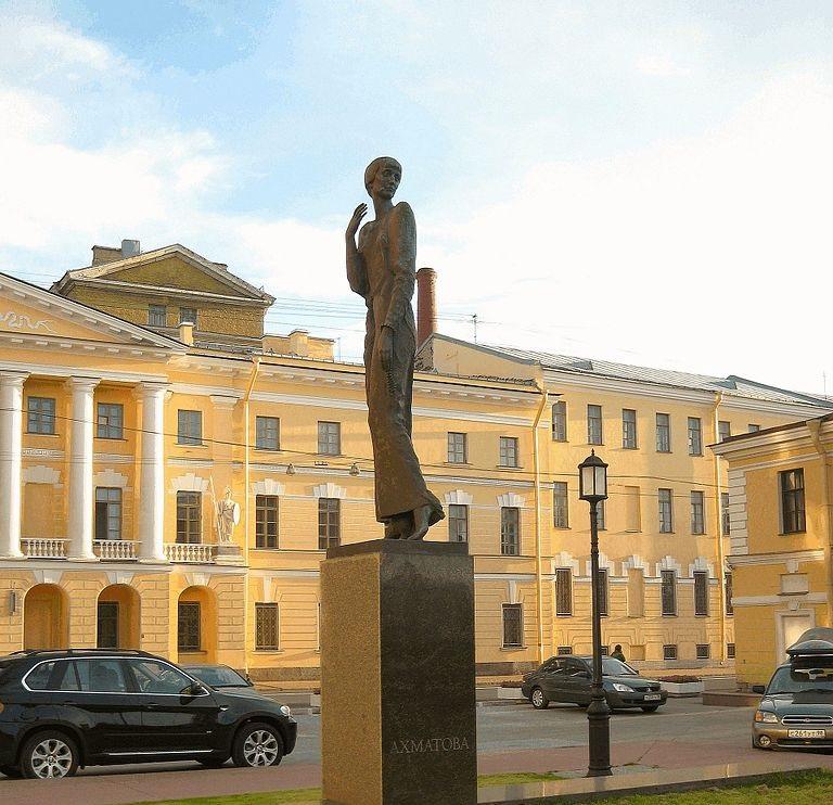 Памятник А. Ахматовой: Шпалерная улица. Фото: GAlexandrova (Wikimedia Commons)