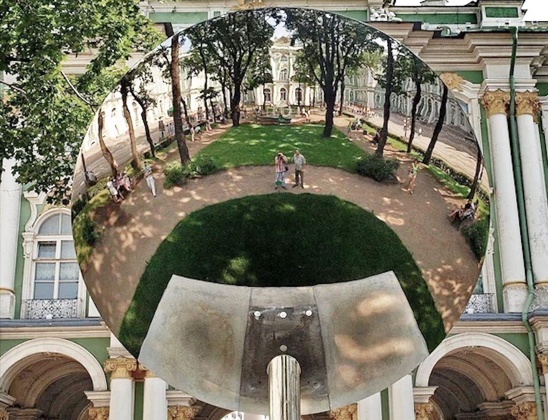 Во дворе Зимнего дворца. Фото: instagram.com/hermitage20_21/