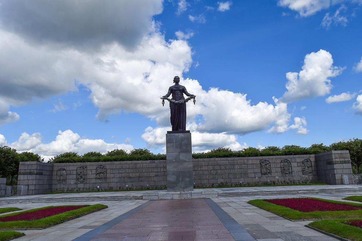 Памятник Родине. Пискарёвское мемориальное кладбище