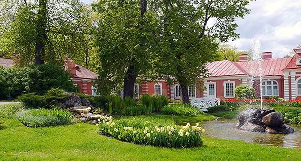 """Китайский садик в Петергофе в псевдовосточном стиле. Фото с сайта """"Дача и дом"""""""