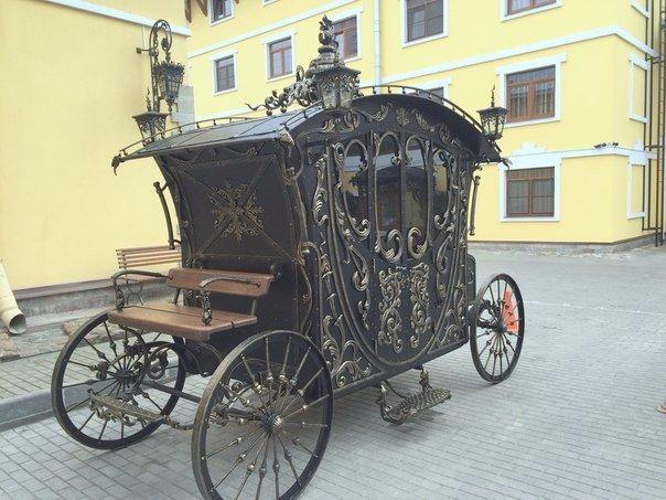 Кованая карета на Боровой улице