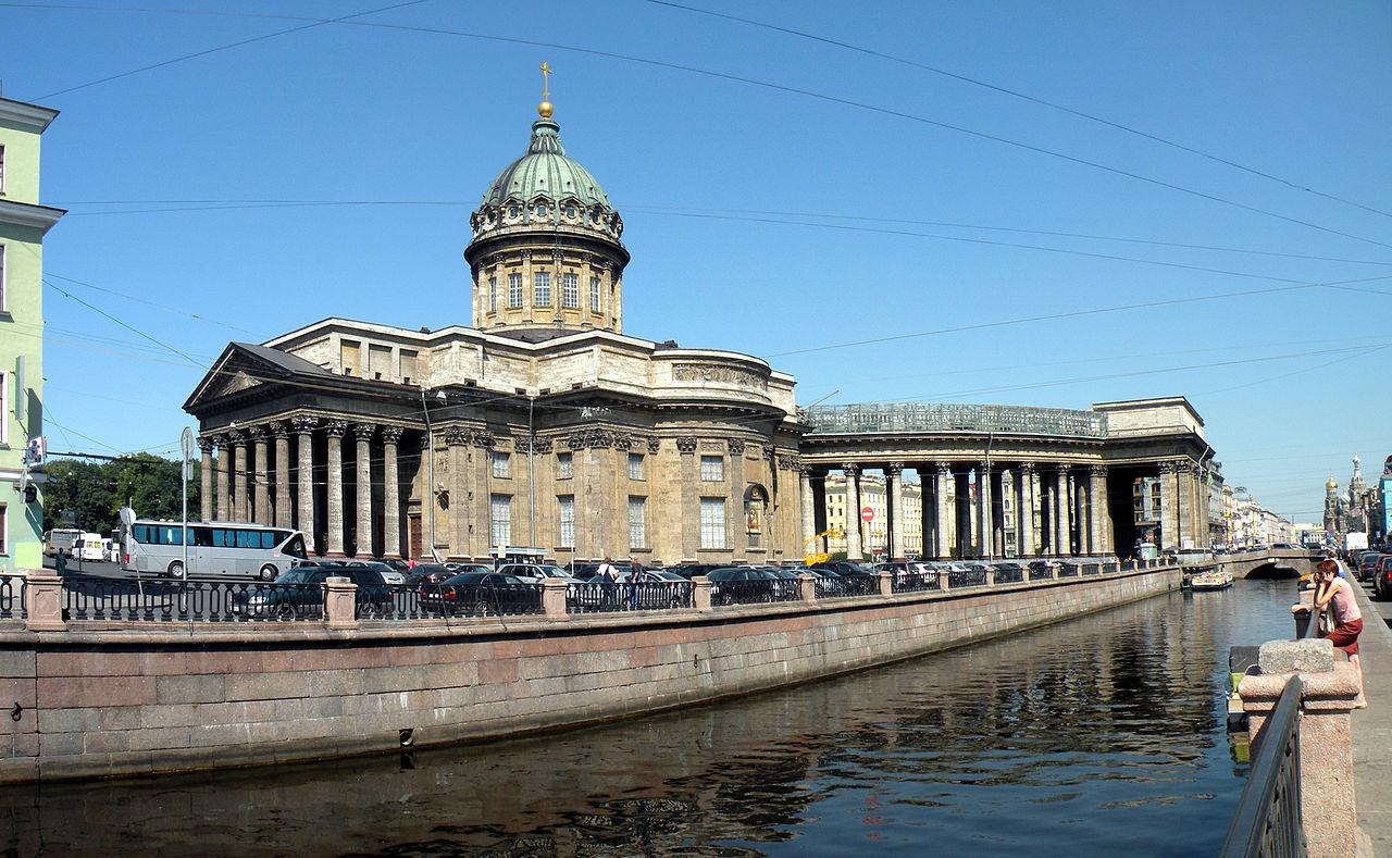 Казанский собор и канал. Автор фото: Витольд Муратов (Wikimedia Commons)