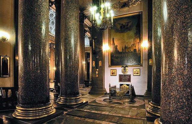 Внутреннее убранство Казанского собора, источник фото: http://kazansky-spb.ru/foto/ubranstvo/
