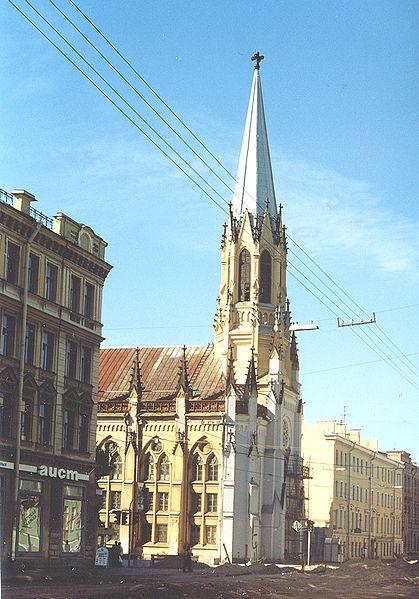 Eвангелическо-лютеранская церковь Святого Михаила - Церковные колокольня и портал, источник фото: Wikimedia Commons, Автор: Vitold Muratov