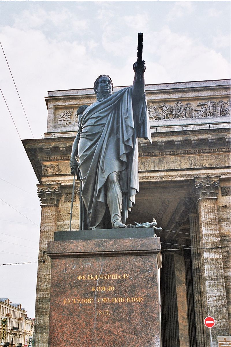 Koetoezov monument on the square in front of the Kazan cathedral in Saint Petersburg, источник фото: Wikimedia Commons, Автор: user:Errabee