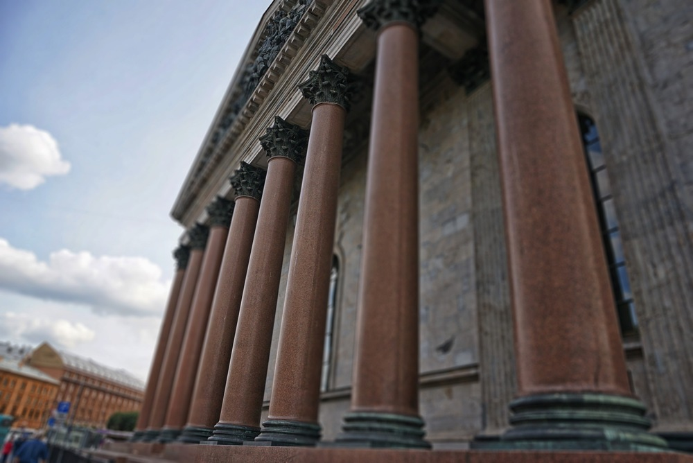 Колонны Исаакиевского собора.  https://commons.wikimedia.org/
