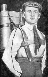 Котельников, Глеб Евгеньевич с парашютом собственного изобретения. Автор фото: неизвестен (Wikimedia Commons)