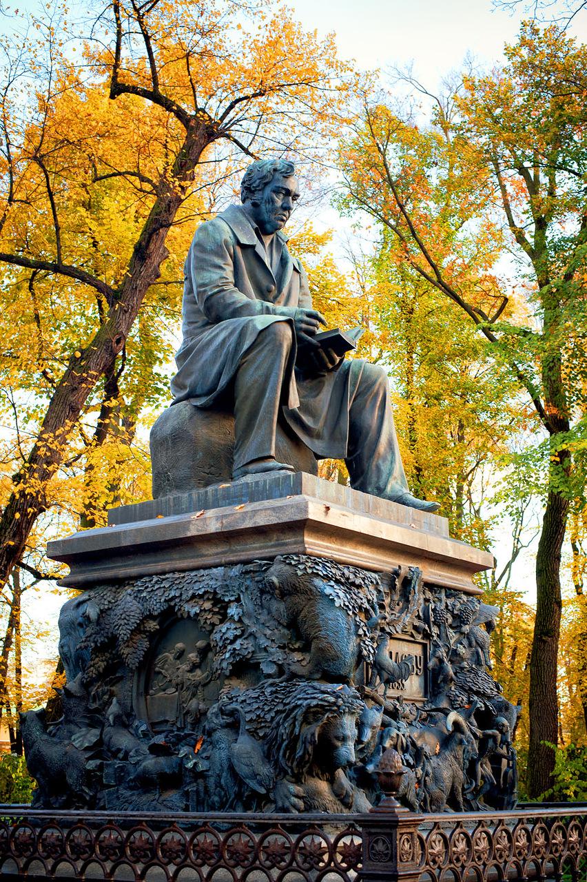 Памятник Крылову И.А., фото с сайта Godliteratury.ru