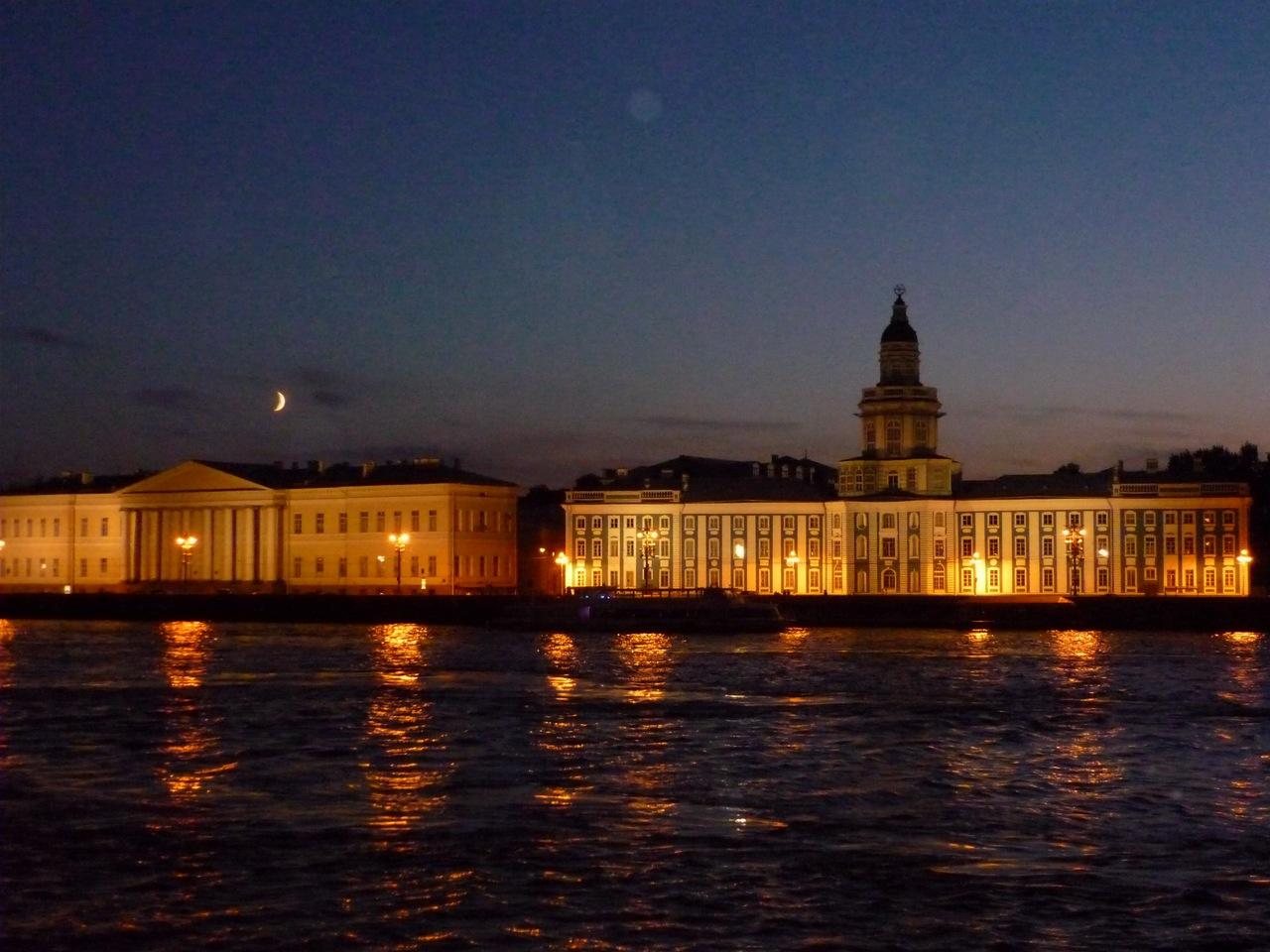 Кунсткамера ночью. Ольга Жиганова https://commons.wikimedia.org
