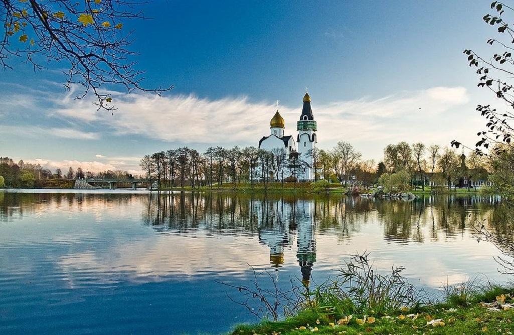 Вид на храм Петра и Павла в Сестрорецке. Фото: Klik000 (Wikimedia Commons)