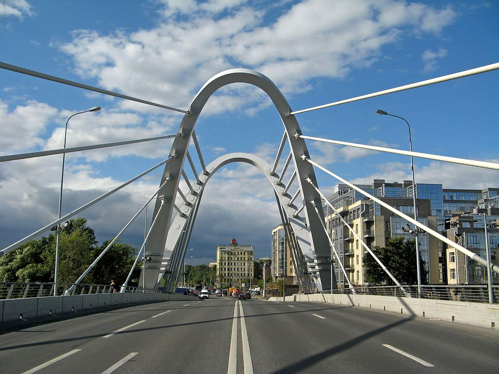 Проезжая часть моста. Фото: Екатерина Борисова (Wikimedia Commons)