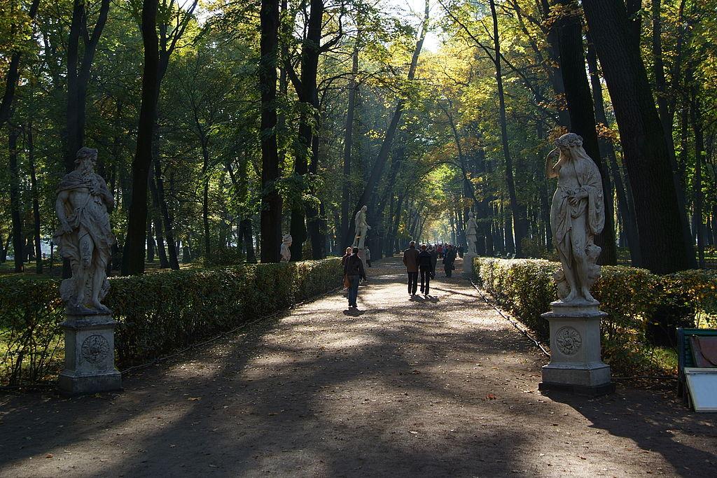 Летний сад. Главная аллея. Автор фото: Евгений Со (Wikimedia Commons)