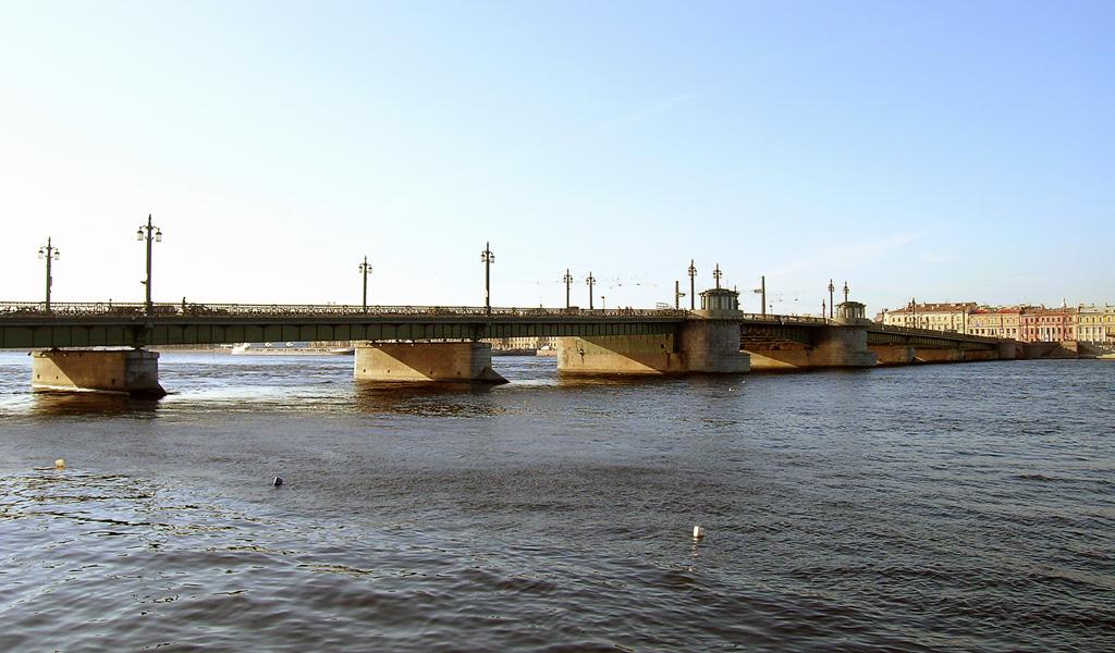 Благовещенский мост. Автор фото: Stassats (Wikimedia Commons)
