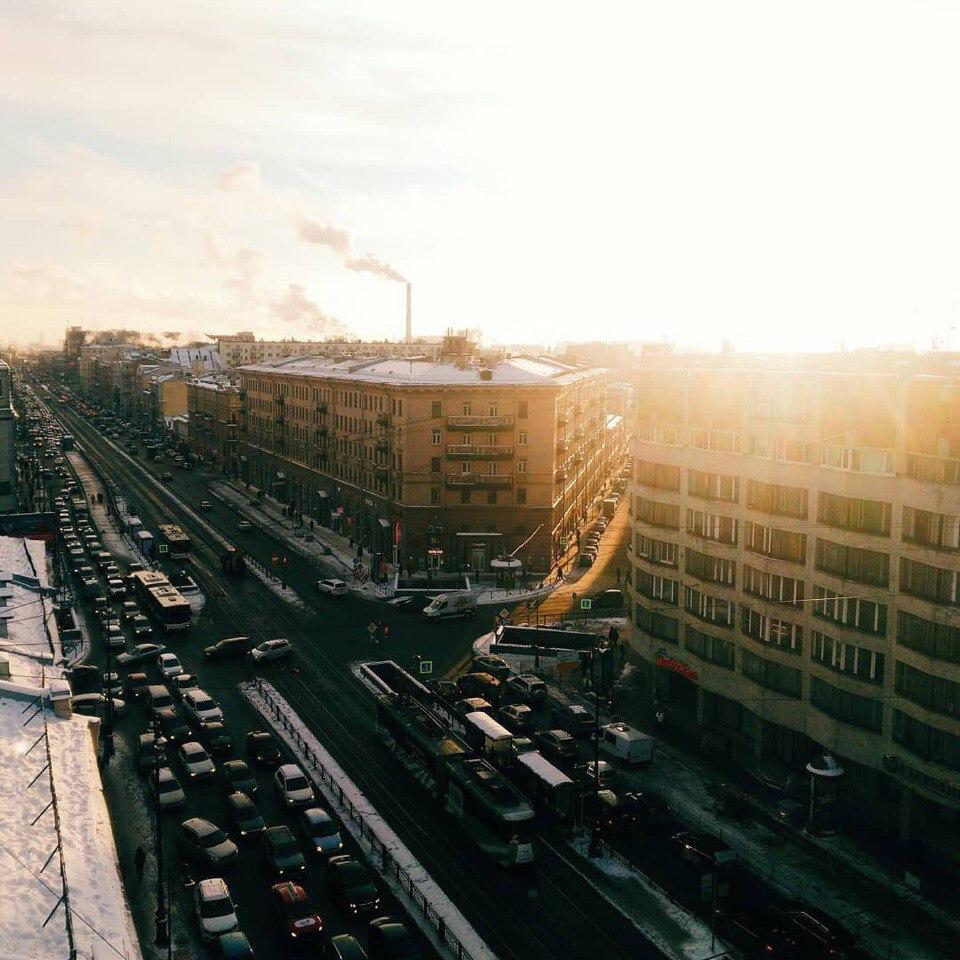 На рассвете вид на Петербург с крыши - Лофт Проект Этажи. Фото: vk.com/roofwithview