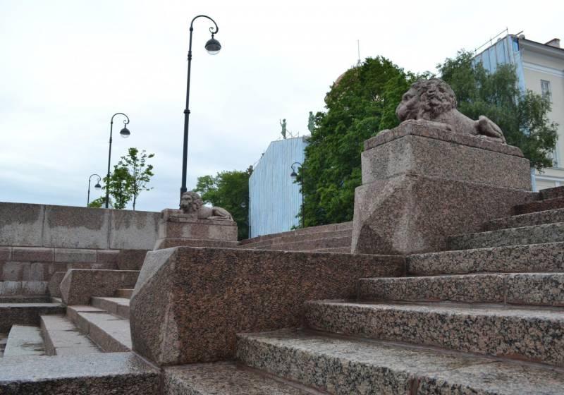 Львы на набережной Макарова