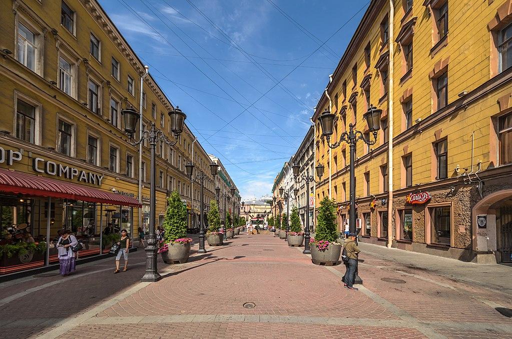 Малая Садовая улица в Санкт-Петербурге. Автор фото: Florstein (WikiPhotoSpace)