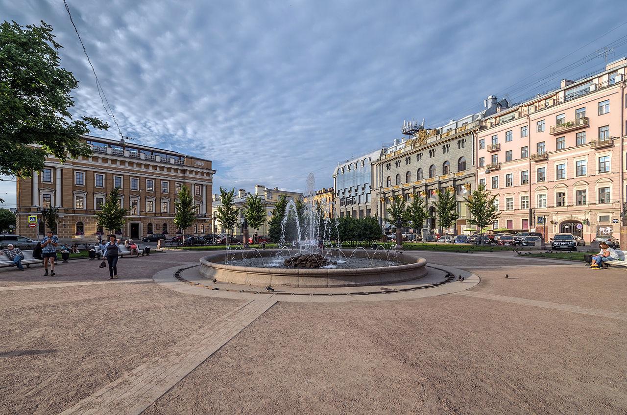 Ново-Манежный сквер на Манежной площади. Автор фото: Florstein (WikiPhotoSpace)